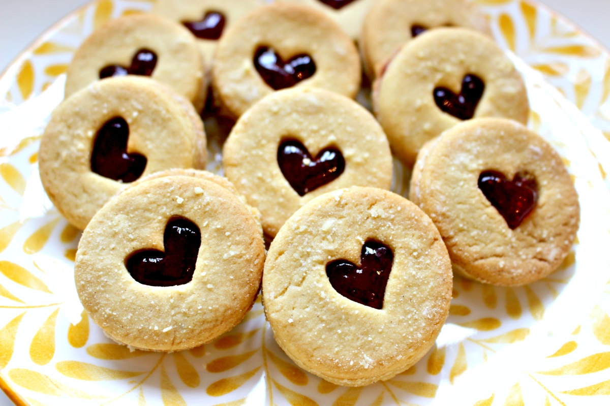 Jammy & Chocolate Dodgers - Vegan Recipe!
