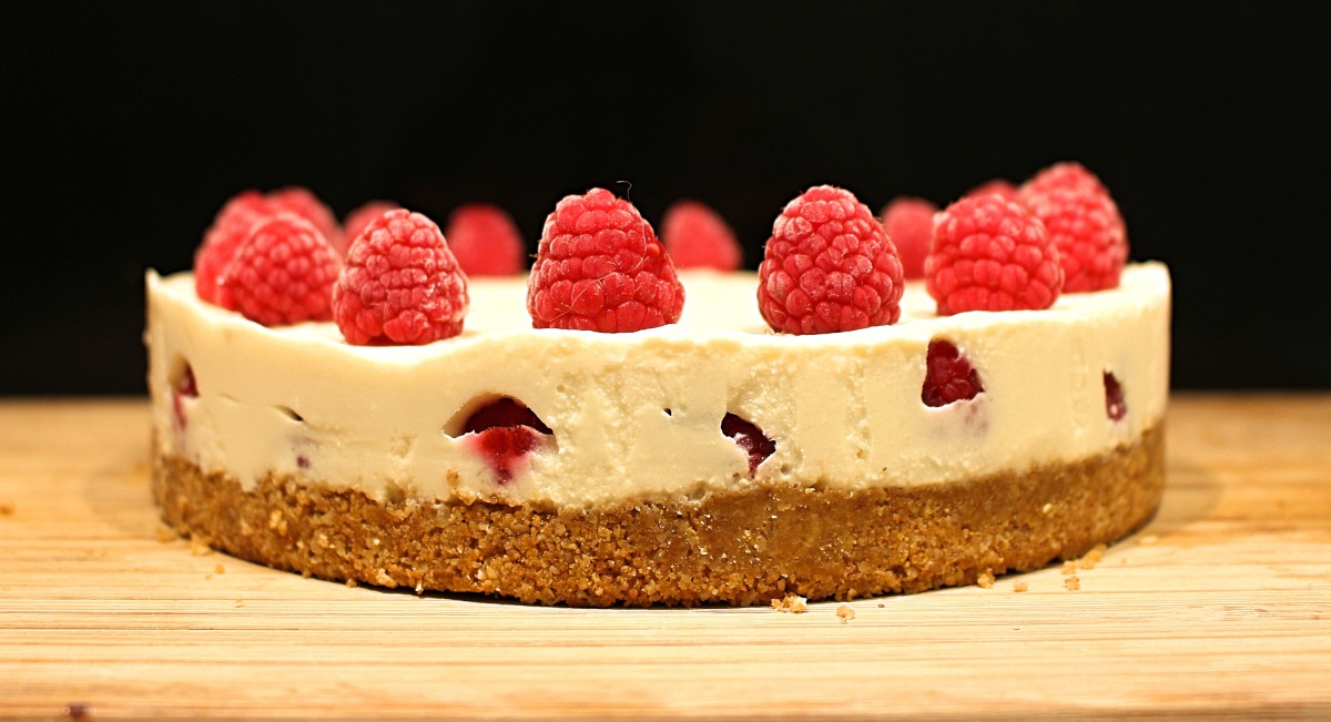 White Chocolate & Raspberry 'Cheesecake' - Vegan Recipe