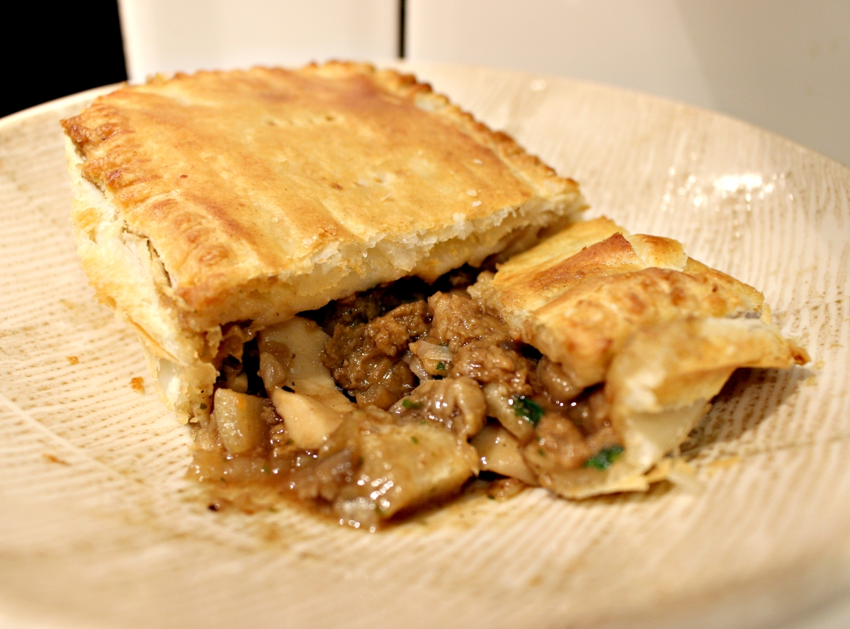 'Steak' & Mushroom Pie - Vegan Recipe!